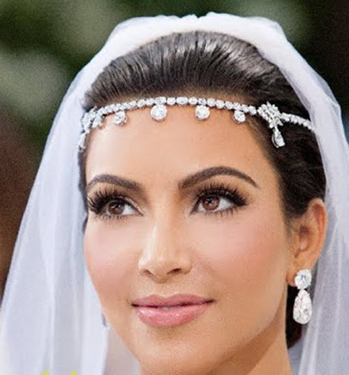 kim-kardashian-tiara-e-brincos-de-diamantes-em-seu-casamento