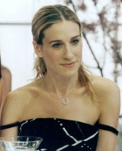 sara-jessica-parker-interpretando-carrie-bradshaw-em-sex-and-the-city