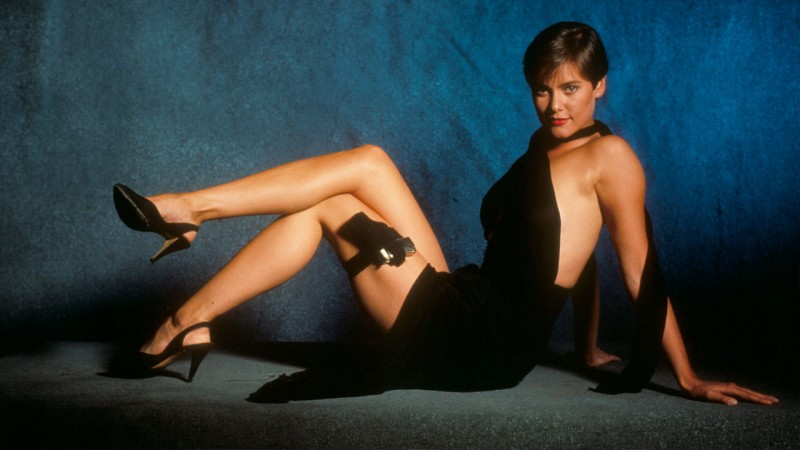 pam bouvier bondgirl de 007 licença para morrer