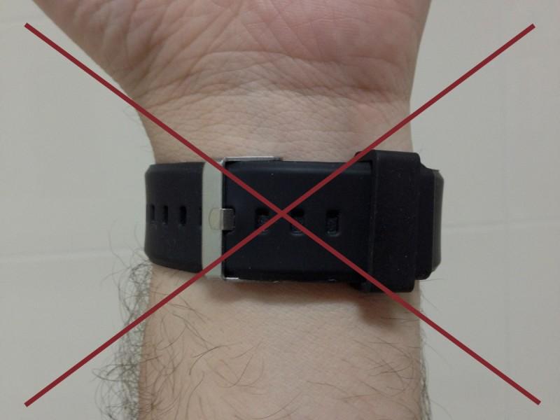 Não use a pulseira apertada!